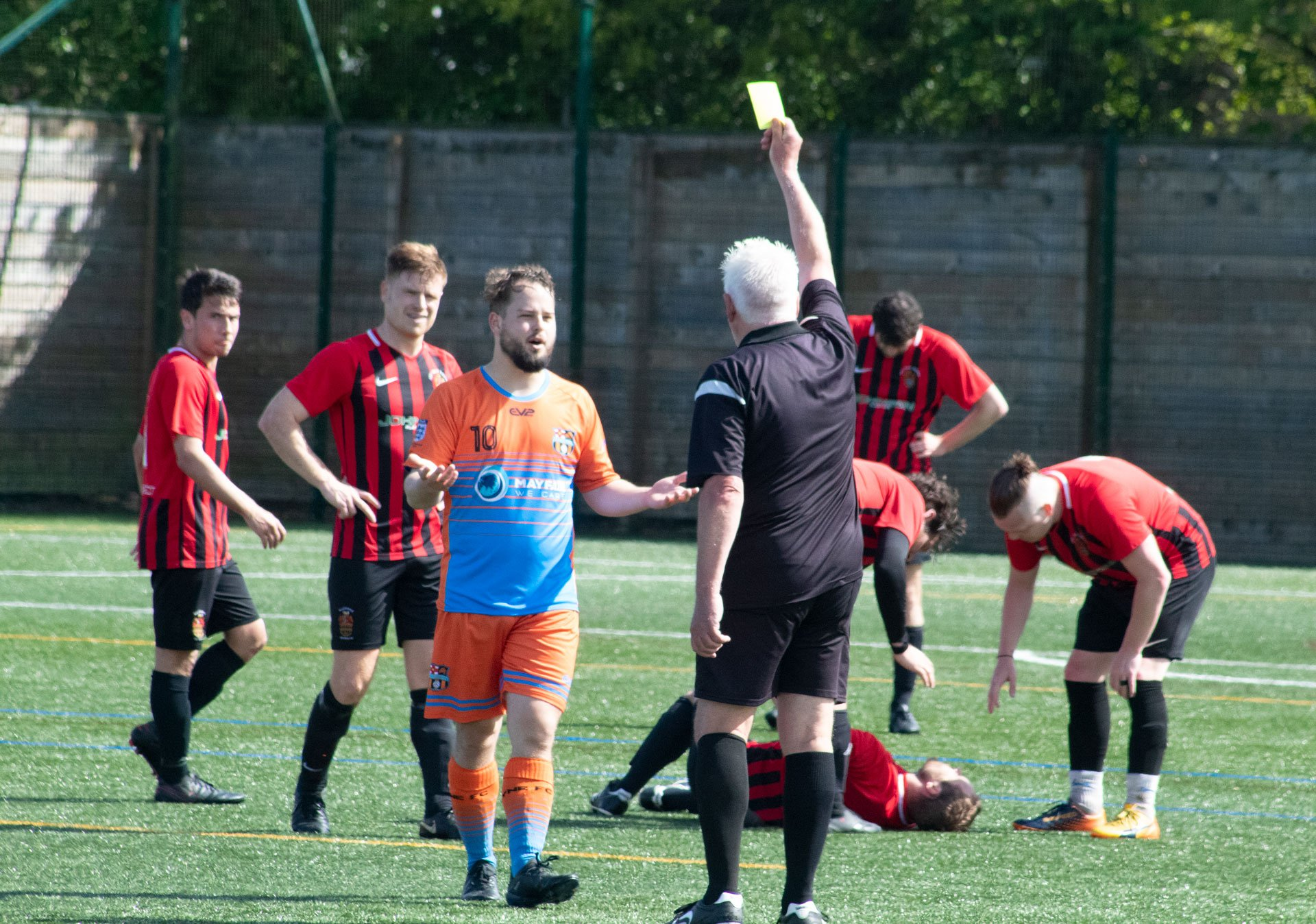 Yellow card for the Lyne no.10